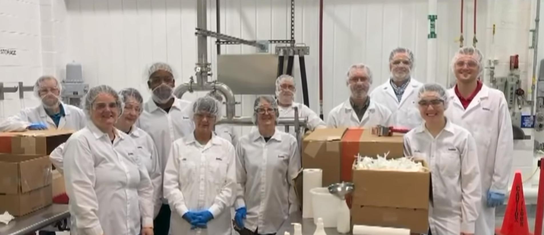 Amway fabricó su propio desinfectante de manos y donó 10,000 botellas de 6oz a un Hospital