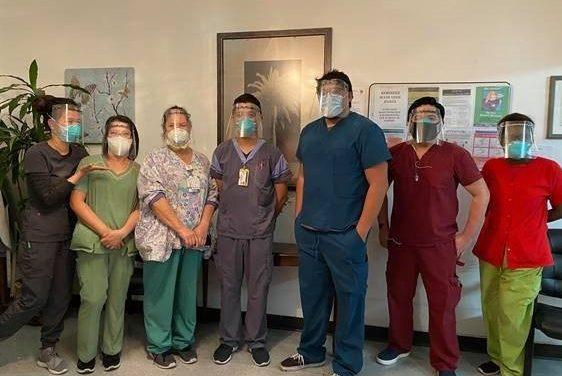 El equipo de robótica Brea Olinda High produce cientos de protectores faciales para socorristas