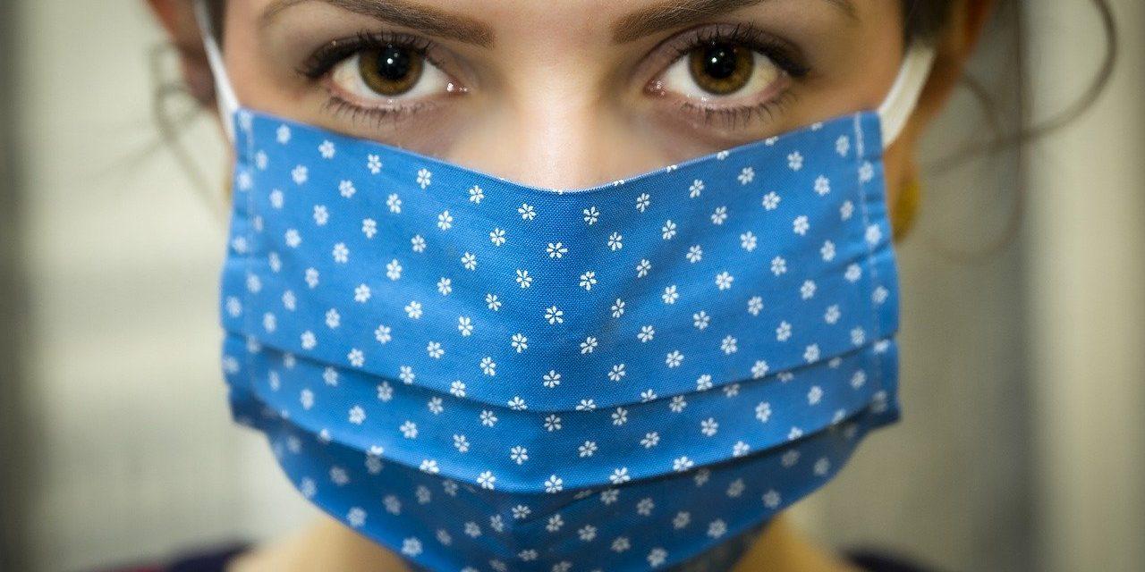 Use una cubierta de tela para la cara para ayudar a desacelerar la propagación del COVID-19