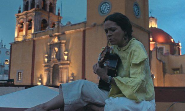 Natalia Lafourcade estrena 'Un canto por México'