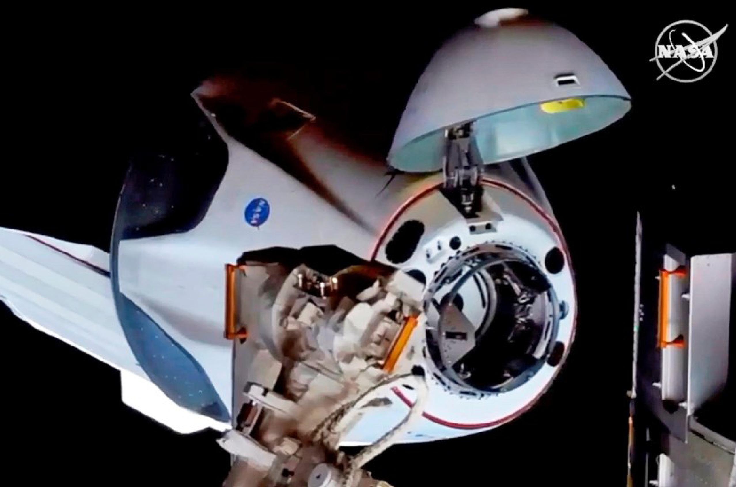 Tras 19 horas de vuelo, Astronautas llegan a la EEI