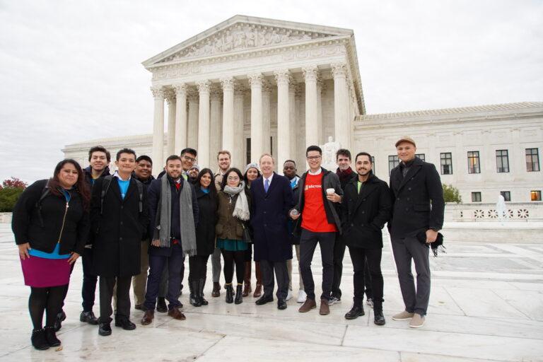 La negación de la Corte Suprema del intento de Trump de rescindir DACA es una victoria para Dreamers y Microsoft