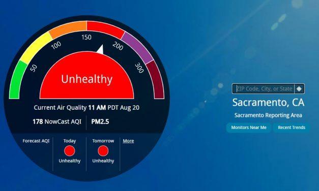 Los funcionarios de salud pública instan a los californianos a permanecer en interiores cuando sea posible debido a la calidad del aire no saludable en las áreas de incendios forestales