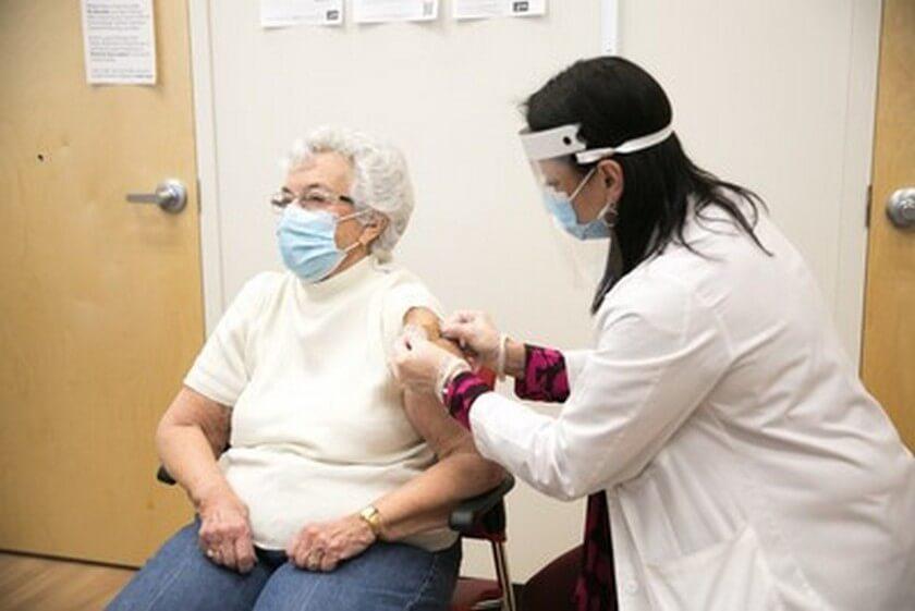 CVS Health suma 119 puntos de vacunación contra la COVID-19 en California