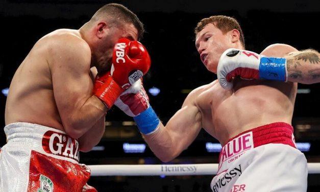 Canelo Álvarez vence a Yildirim en tres asaltos y retiene sus títulos