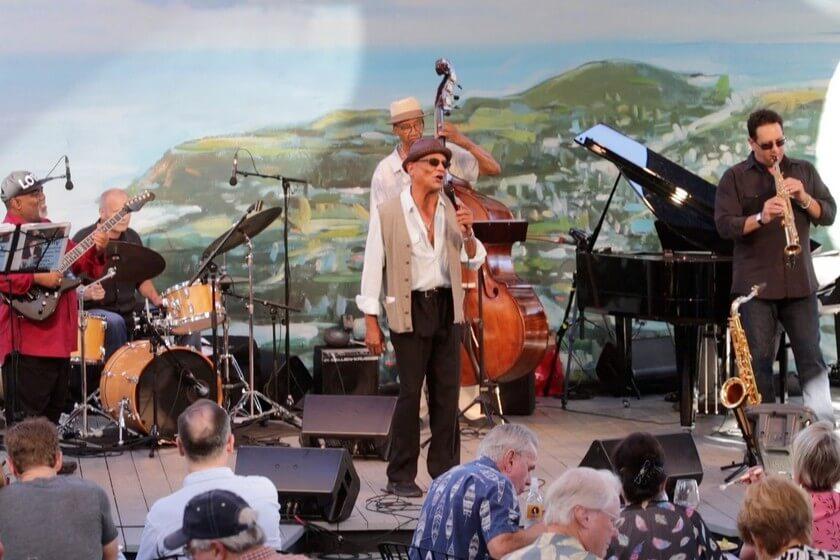 """Festival of Arts La próxima serie en línea de """"Conciertos en la pantalla"""" presenta al vocalista conmovedor Billy Valentine"""