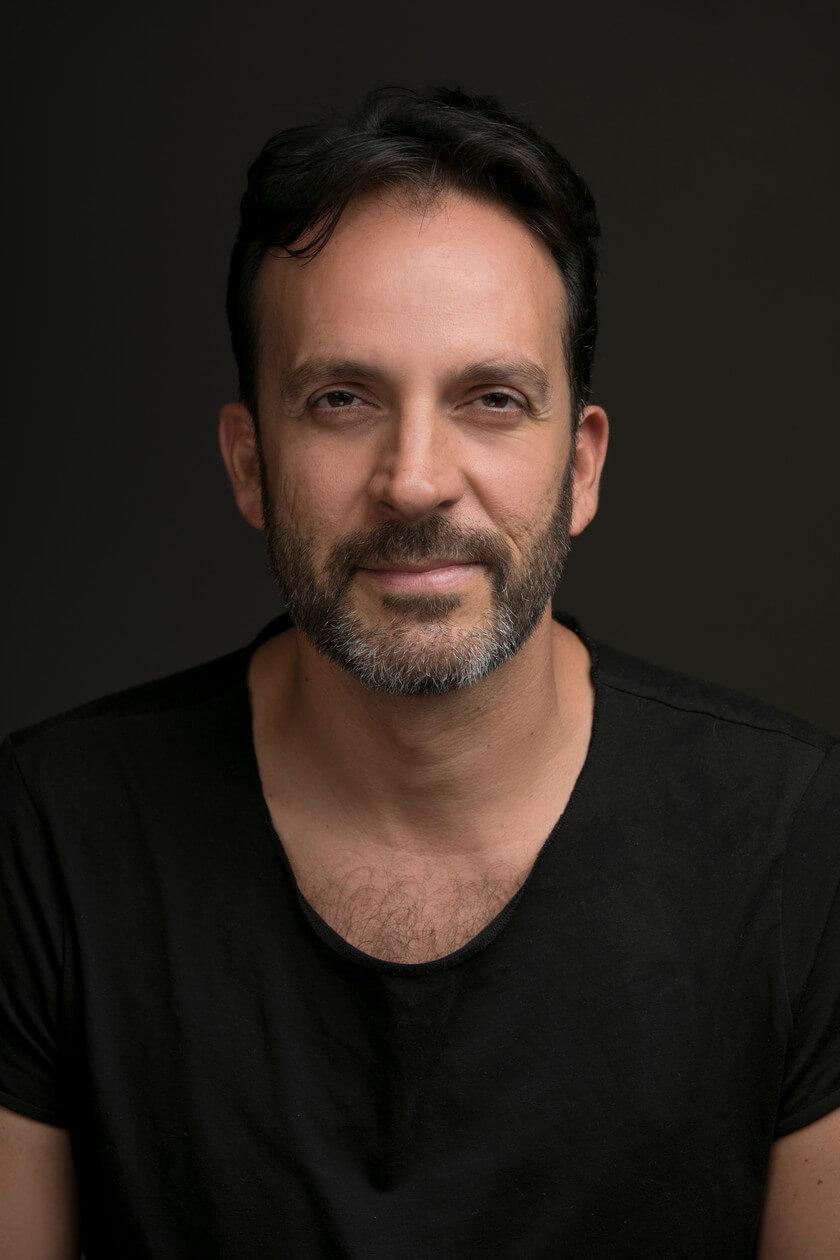 Telemundo revela al elenco estelar de Parientes a la Fuerza, una nueva serie que estrena a finales de 2021