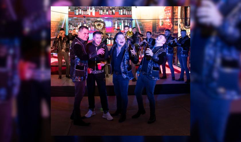 Banda Los Recoditos retoman uno de sus Grandes Éxitos al lado de Nico Hernández