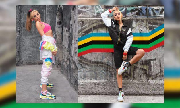 Danna Paola se adapta a la tendencia de la moda y cambia tacones por tennis